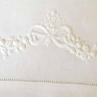 Bow - White - Table Cloth Square (135 x 135)