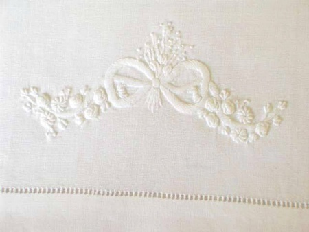 Bow - White - Table Cloth (180 x 220)